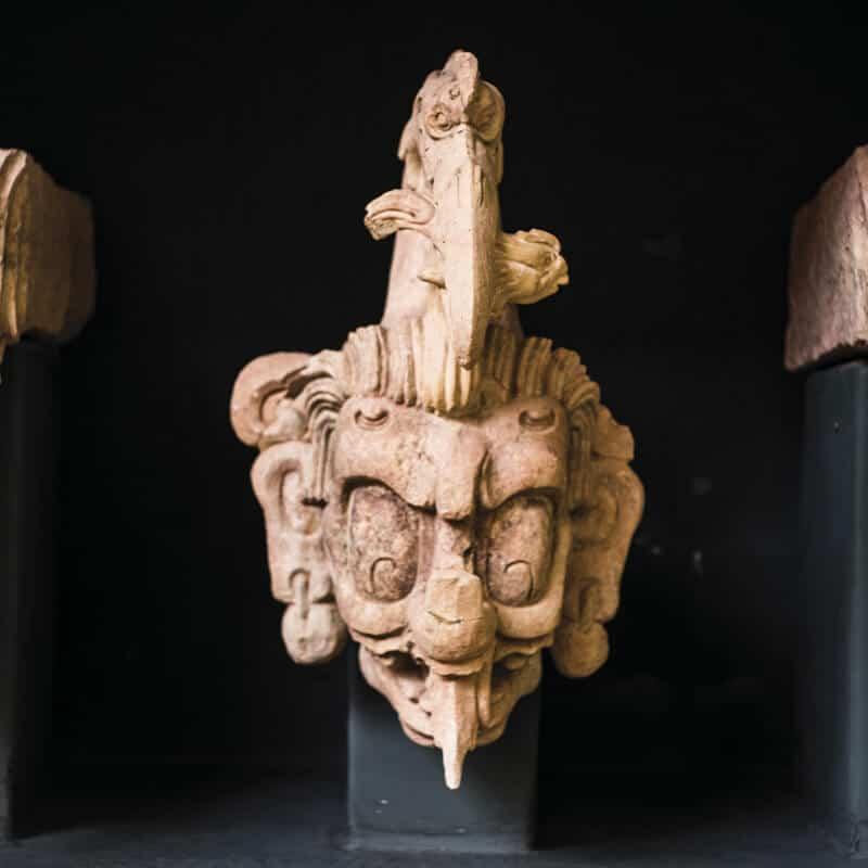 Cabezas esculpidas en piedra, cultura maya de Honduras, Copán Ruinas