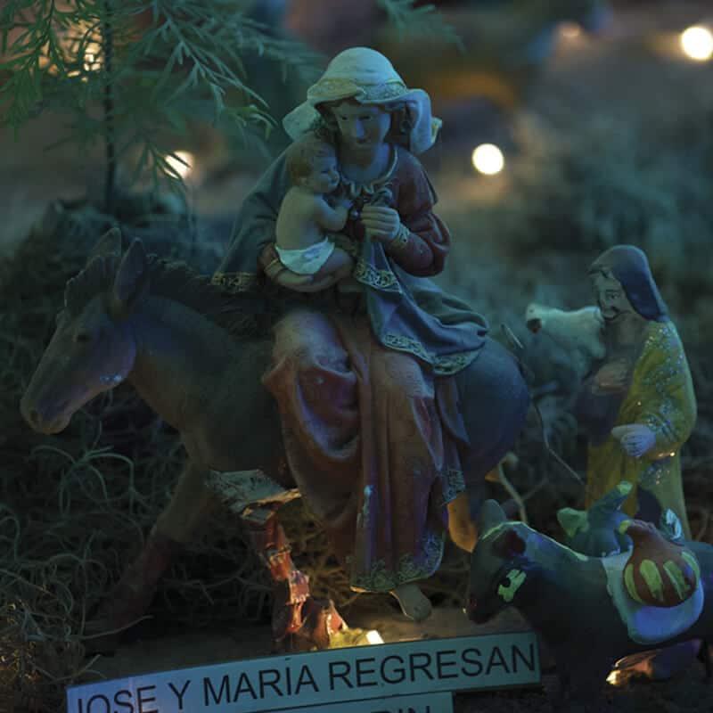 Nacimiento José y Maria regresan al pesebre en villa navideña