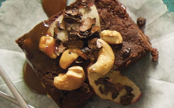 Brownie de manzana y marañón un postre más delicioso de lo que se ve