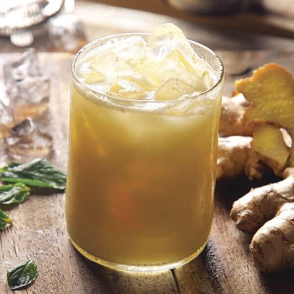 Ginger Shake bebida fría de jengibre con leche, pera y piña