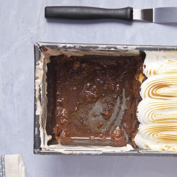 Tres leches de semita un pastel con relleno de chocolate