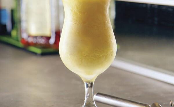Nance Colado bebida de raspado frío sabor nance y melocotón