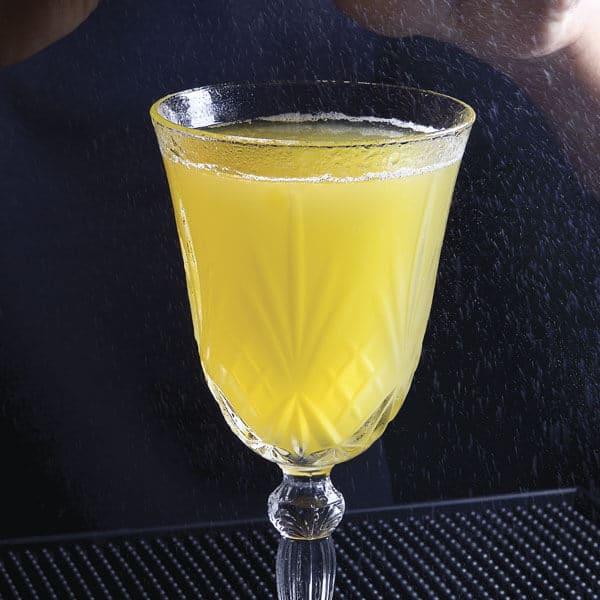 Chilcano la mezcla de piña y pera en una solo bebida ácida