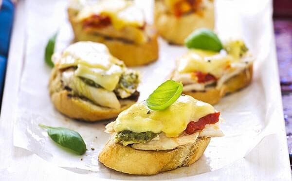 Cómo preparar Crostinis de hongos y queso fácil y rápido