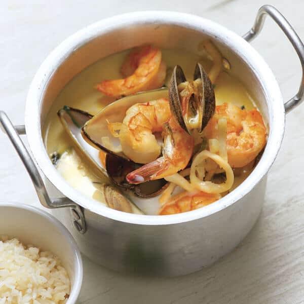 Tiquini exquisita una sopa de camarón y otros mariscos