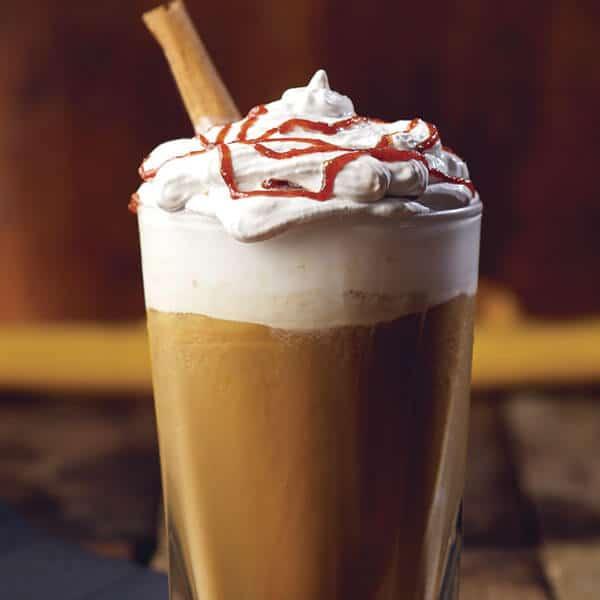 Pumpkin Spice Latte deliciosa bebida de café con crema