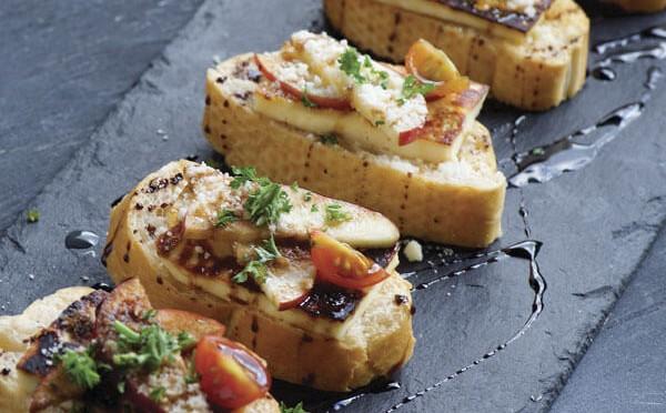 Bruschetta con Queso Asado como aperitivo al plato principal