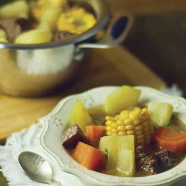 Sopa de olla como pato principal para una tarde de domingo en familia