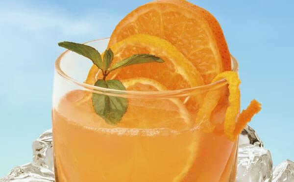 Caipinha preparada con jugo de Naranja Sula, el sabor 100% natural