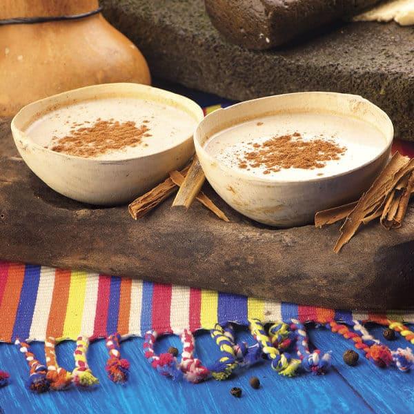 Chilate bebida de atole y cacao para acompañar los tamalitos de navidad