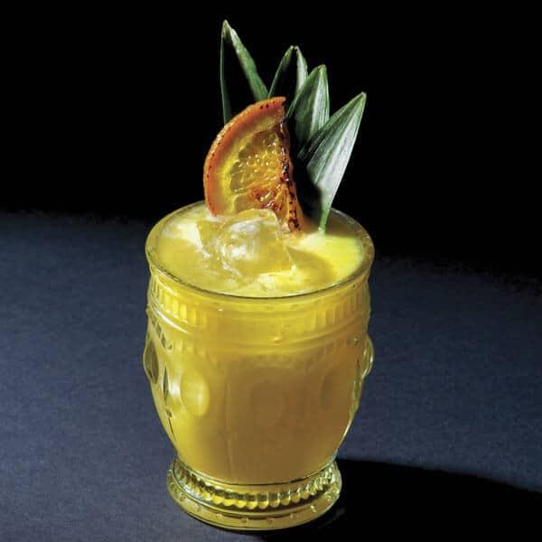 Coctel dos 20 una bebida con una combinacion de deliciosas frutas